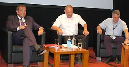 """""""Football for the Community"""" Profifußball diskutiert soziale Verantwortung"""