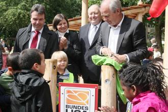 Spielen ohne Grenzen – Bundesliga-Stiftung weiht Spielplatz ein