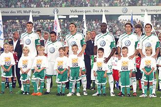 Bundesliga-Stiftung auf den Trikotärmeln aller 36 Clubs