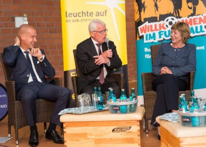 Willkommen im Fußball: Daniela Schadt und Reinhard Rauball in Dortmund
