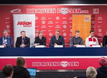 """Reiseführer """"Barrierefrei ins Stadion"""" jetzt auch in """"Leichter Sprache"""" und mit Hörservice"""