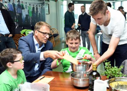 Lernort Stadion: Startschuss in Wolfsburg