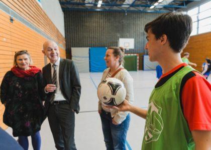 Staatssekretär Neuendorf besucht Bielefelder Willkommensbündnis