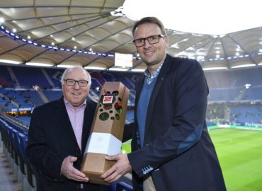 Spendenübergabe an die Uwe Seeler-Stiftung
