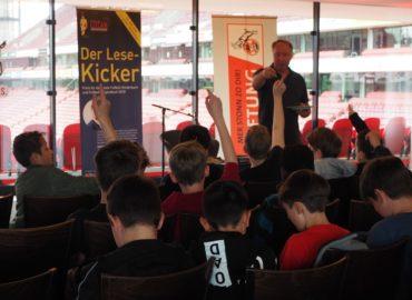 Große Stadiontour im Rahmen des Lese-Kicker 2018