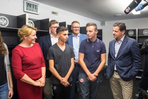 """Bundesfamilienministerin würdigt """"Lernort Stadion"""""""