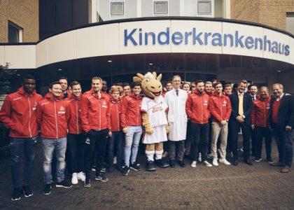 FC-Profis besuchen Kinderkrankenhaus
