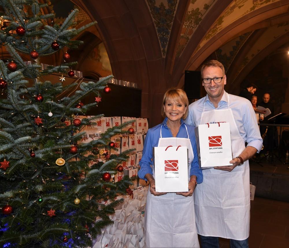 Stefan Kiefer und Uschi Glas beim Weihnachtsgans-Essen für Obdachlose