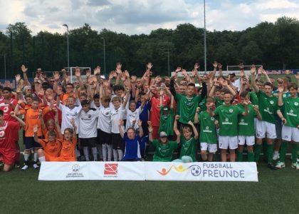 Großer Fußballspaß bei bestem Wetter: FußballFreunde-Cup Nordost bei RB Leipzig